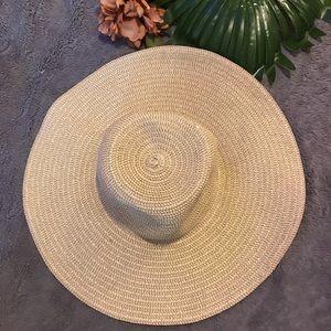 Accessories - ☀️NWOT🌹Floppy straw beach hat